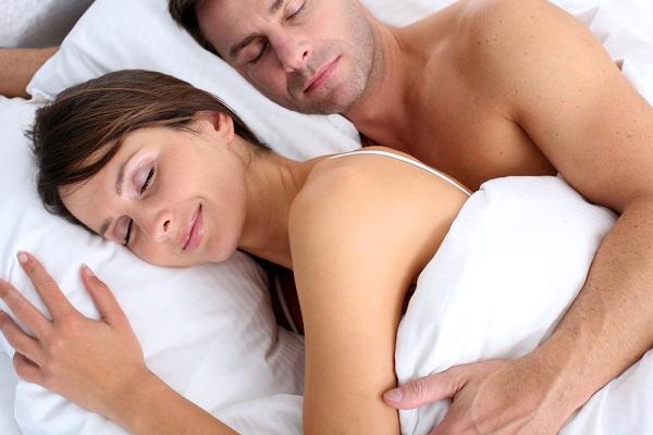 news_img1_71059_coppia-dorme-a-letto